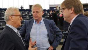 Hannes Swoboda, président du groupe socialiste et démocrate, Daniel Cohn-Bendit, co-président du groupe Verts/ALE et Guy Verhofstadt, président du groupe ALDE, au Parlement européen (Strasbourg) en mai 2012