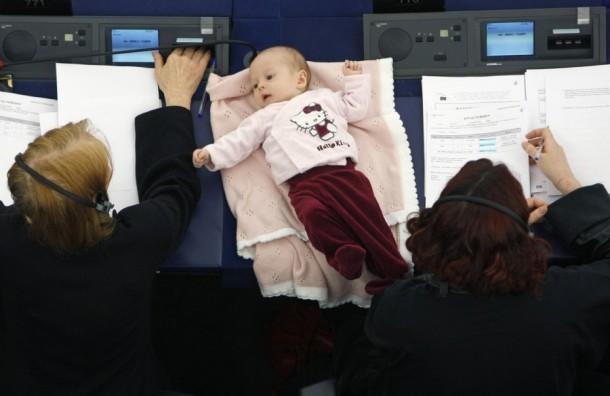un-bebe-au-parlement_103