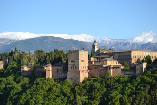 L'Alhambra de Grenade et la Sierra Nevada. Andalousie. Espagne. Avril 2013.
