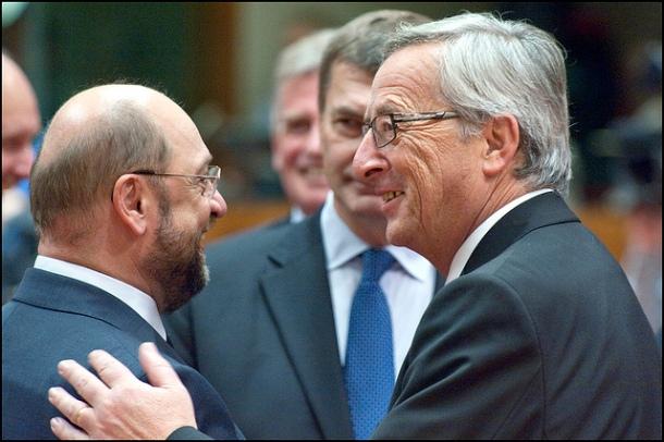 Martin Schulz (g) & Jean-Claude Juncker (d) lors d'un sommet européen (© European Union 2012 - European Parliament. (Attribution-NonCommercial-NoDerivs Creative Commons license)).